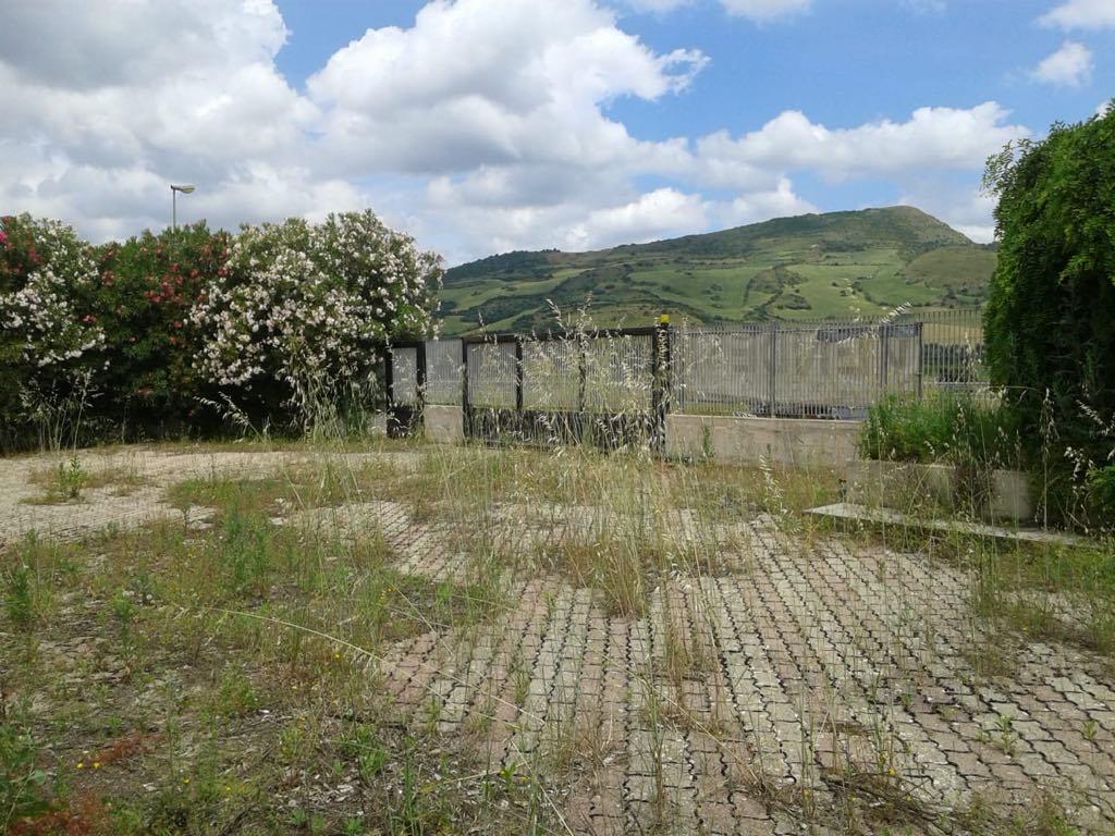 Vendita Capannone con terreno – Zona industriale di Muros – Muros